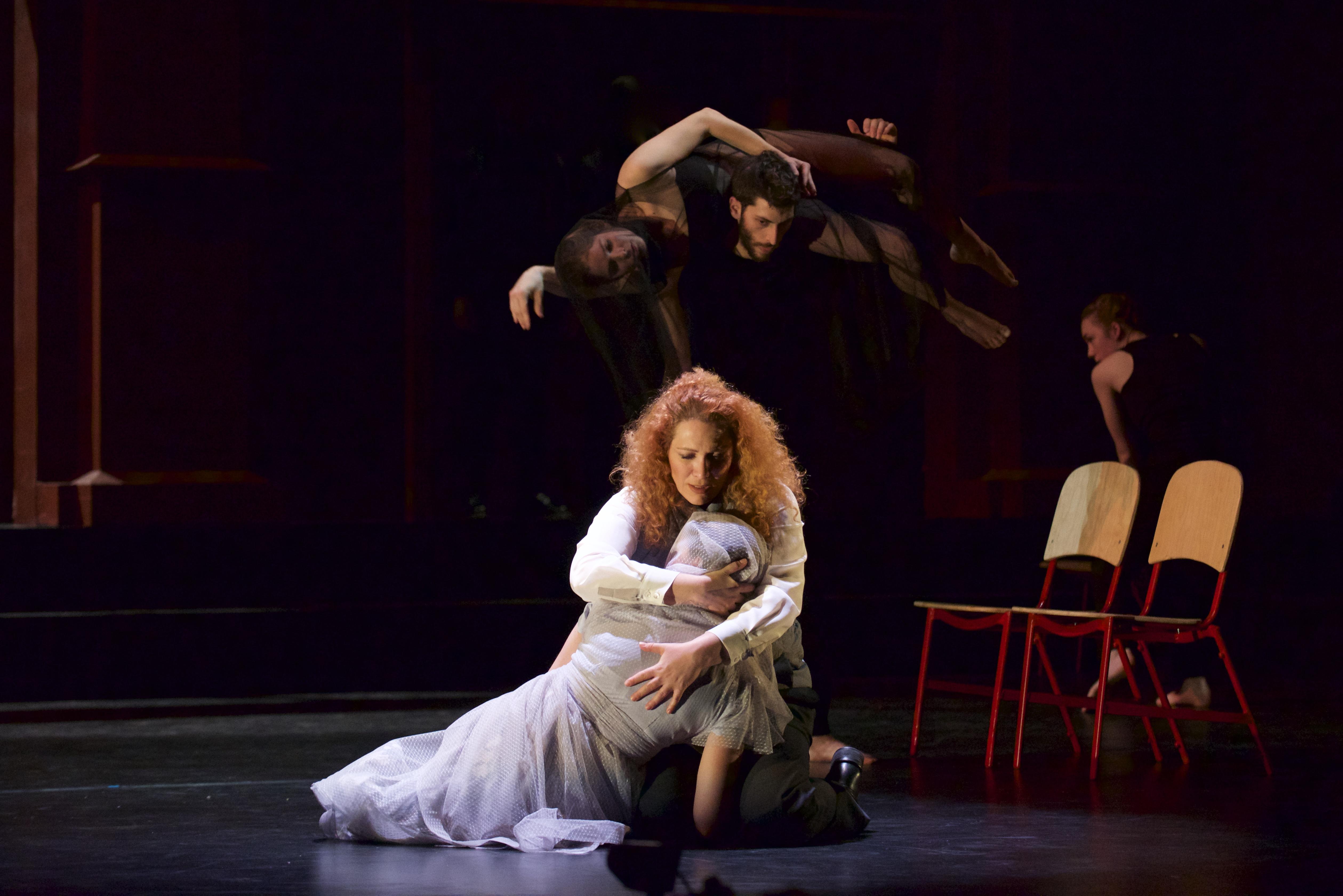 I Capuleti e i Montecchi (2016) Photo by Jim Coleman, Karin Shifrin as Romeo, Anastasia Klevan as Giulietta.